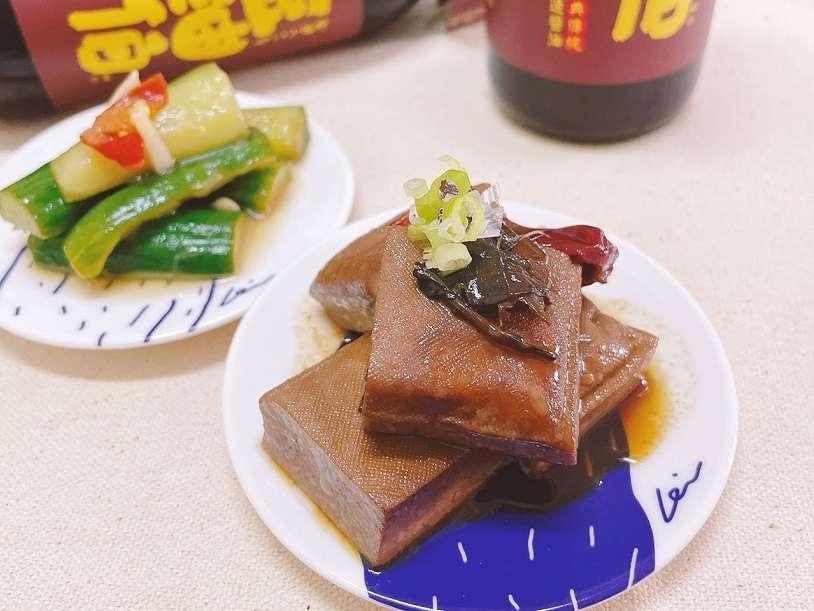 【素人廚房】家常碟菜料理東西軍 涼拌小黃瓜vs.紅茶滷豆乾