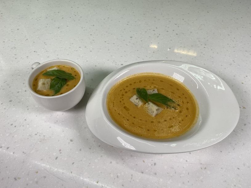 【豆油伯隨手廚房-小廚篇】西班牙鳳梨蕃茄冷湯