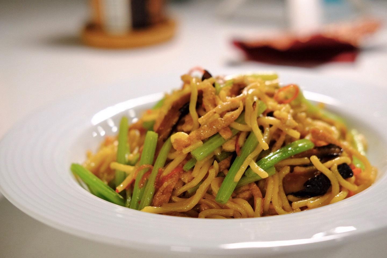 必學!!清冰箱,用豆油伯醬油家常料理美味大變身-炒米粉、炒素麵