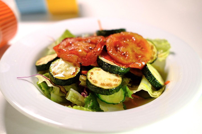 冬天也要吃蔬菜!豆油伯教你簡單料理,烤蔬菜沙拉
