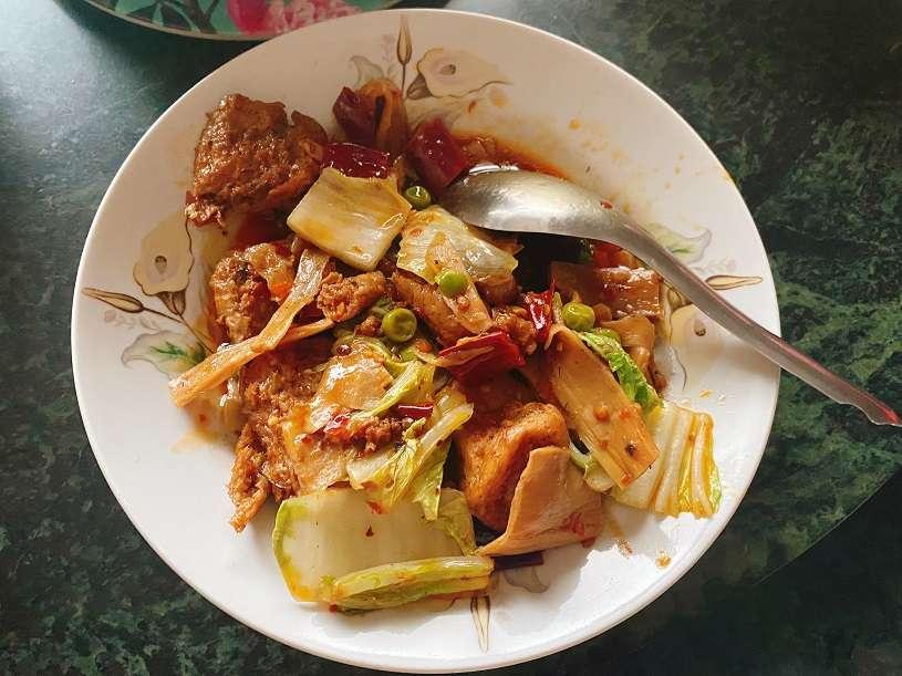今晚想來點....麟手創的西魯肉和巷上食樸的麻辣烤麩