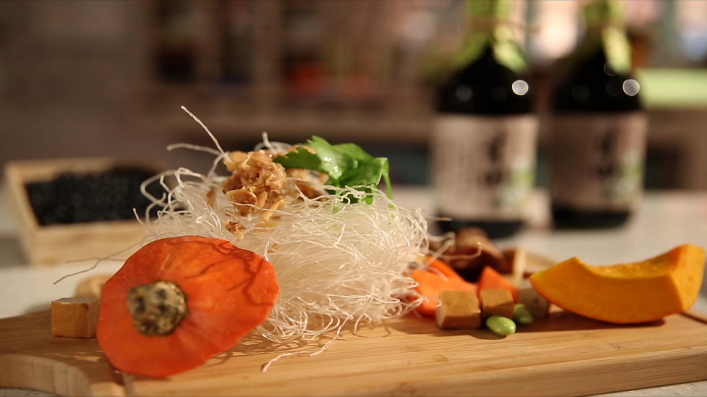 【豆油伯媽咪搵醬-簡單美味之金瓜炒米粉】
